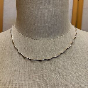 Wavy sterling silver necklace